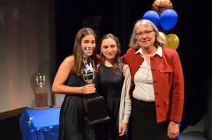 De gauche à droite: Simone Longtin, Gabriella Toso (archange 2014-2015) et Mme Sylvie Siebert
