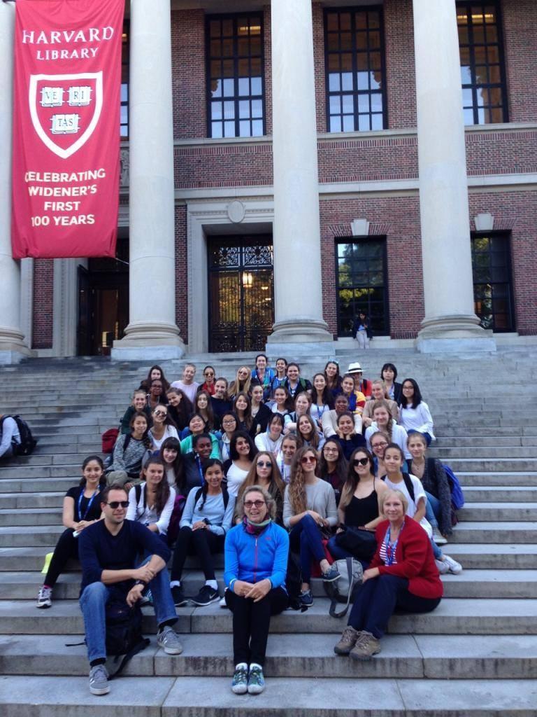 4e sec. sur les marches de Widener Library, Harvard